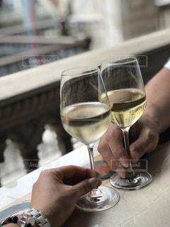 休憩,ワイン,グラス,乾杯,ディズニーシー,ドリンク,白ワイン,リフレッシュ,一休み,手元