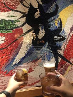 お酒,グラス,カクテル,乾杯,飲み会,ドリンク,友達,ボーリング場,岡本太郎