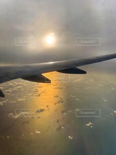 自然,空,屋外,太陽,雲,夕暮れ,飛行機,水面,光,旅行