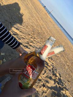海,屋外,海外,ビーチ,夕暮れ,グラス,ビール,乾杯,ドリンク,瓶ビール