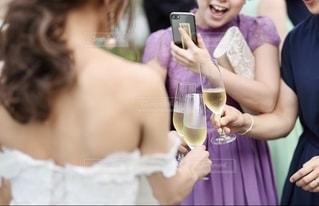 女性,綺麗,結婚式,女子,ワイン,グラス,乾杯,ドリンク,女子会,シャンパン,ガーデンウェディング,手元,おしゃれ,ウェディング,3人,インスタ映え