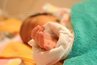 赤ん坊のクローズアップの写真・画像素材[2805914]