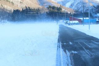 雪に覆われた山の写真・画像素材[2808512]