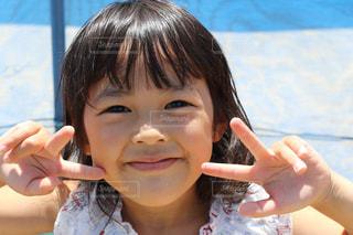 彼女の歯を磨く小さな女の子の写真・画像素材[2928509]
