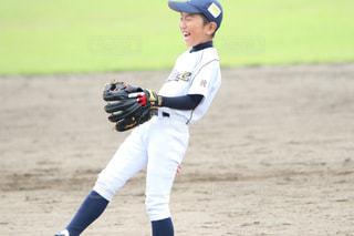 野球選手はボールを投げる準備をしているの写真・画像素材[2942410]