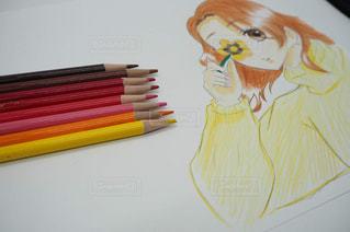 テーブルの上に鉛筆を置くの写真・画像素材[3221773]