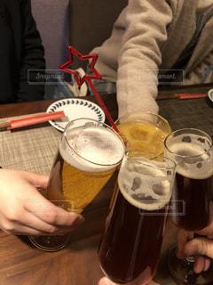 30代,お酒,星,グラス,ビール,乾杯,ドリンク,クラフトビール,誕生会,仲良し男女