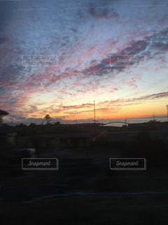 夕暮れ時の都市の景色の写真・画像素材[966074]