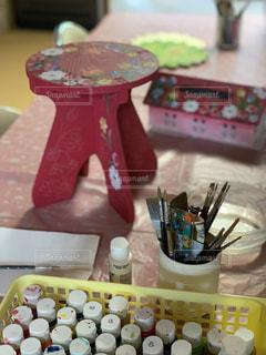 ペン,紙,おえかき,アクリル絵の具,トールペイント,おうち時間,ペイントのあるくらし,丸筆,赤い花台,赤屋根のティッシュボックス,ペイント教室