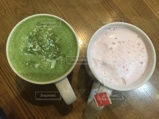 飲み物,カフェ,ピンク,緑,抹茶,休憩,可愛い,乾杯,ドリンク,ラテ,彩り,ホットドリンク,フルーツラテ