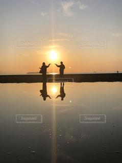 恋人,2人,自然,空,屋外,湖,太陽,水面,反射,光,人