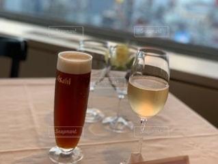 食事,ディナー,ワイン,グラス,ビール,レストラン,お祝い,乾杯,ドリンク,シャンパン,至極の一杯