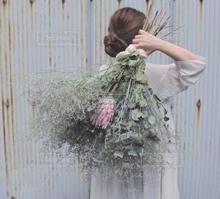 花をかつぐの写真・画像素材[3093549]