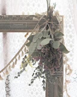 窓際に花の写真・画像素材[3093558]