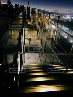 グリフィス天文台の階段と夜景の写真・画像素材[2740673]