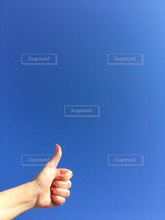 青い空の手の写真・画像素材[3016969]