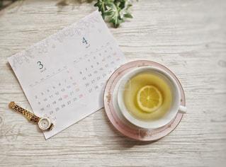 テーブルの上にコーヒーを一杯入れるの写真・画像素材[3018316]