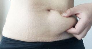 女性,家族,1人,屋内,人,広告,腹,お腹,掴む,おなか,ビフォーアフター,デブ,肥満,ビフォー,つかむ,贅肉