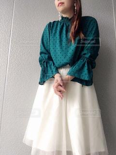 青いドレスを着ている人の写真・画像素材[3201871]