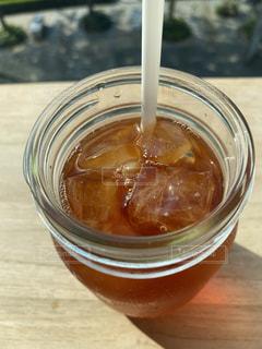 コーヒーとオレンジジュース1杯の写真・画像素材[3567516]