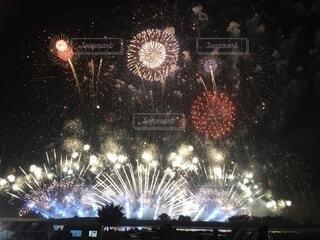 夜空の花火の写真・画像素材[3611913]