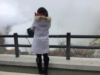 橋の上を歩いている人の写真・画像素材[3840710]