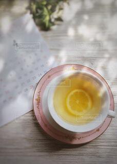 食べ物,カフェ,コーヒー,ジュース,オレンジ,優しい,テーブル,リラックス,レモン,カップ,紅茶,おうちカフェ,休日,ドリンク,ふんわり,レモンティー,レモネード,おうち,ライフスタイル,クエン酸,ソフトド リンク,おうち時間,マイヤーレモン