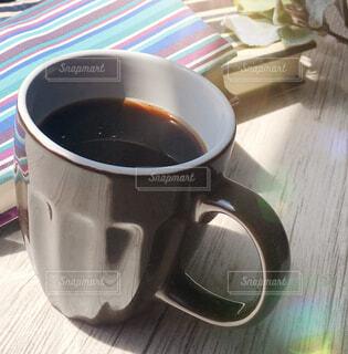 カフェ,コーヒー,屋内,テーブル,リラックス,マグカップ,食器,カップ,紅茶,おうちカフェ,ドリンク,おうち,ライフスタイル,おうち時間,受け皿