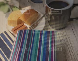 食べ物,カフェ,コーヒー,屋内,テーブル,リラックス,食器,カップ,おうちカフェ,ドリンク,おうち,菓子,ライフスタイル,ファストフード,コーヒー カップ,おうち時間