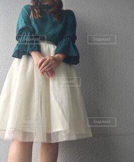 青いドレスを着ている人の写真・画像素材[4332598]