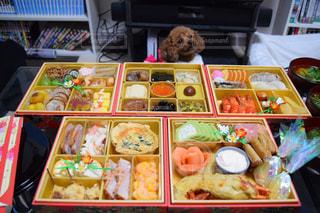 異なる種類の食べ物で満たされた箱の写真・画像素材[2871696]
