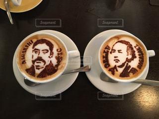 食べ物の皿とコーヒー1杯の写真・画像素材[2890261]