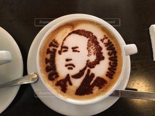テーブルの上のコーヒー1杯の写真・画像素材[2890521]