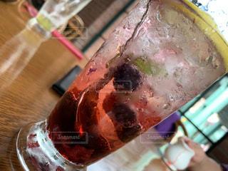 飲み物,インテリア,赤,ジュース,水,氷,ガラス,いちご,苺,テーブル,コップ,ブルーベリー,食器,レモン,ベリー,ドリンク,冷たい,ライフスタイル,イチゴ,ソフトド リンク,クランベリー ジュース