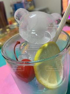 グラスボウルの中の飲み物のクローズアップの写真・画像素材[3555134]