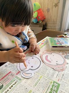子ども,屋内,かわいい,テーブル,幼児,紙