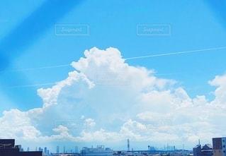 都市の上の虹の写真・画像素材[2792820]