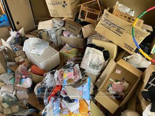 箱の中ゴミ屋敷の写真・画像素材[3363368]
