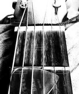 ギター モノクロの写真・画像素材[3205086]