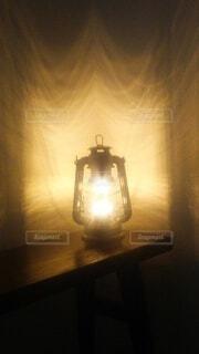 ランタンの灯りの写真・画像素材[4572434]