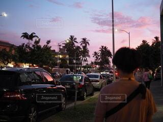 ハワイの夕暮れショットの写真・画像素材[2620620]