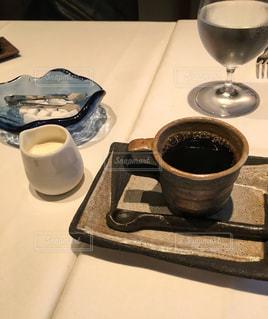 テーブルの上のコーヒー1杯の写真・画像素材[2891761]