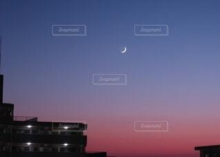 都市に沈む夕日の写真・画像素材[3923885]