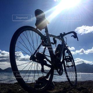 支笏湖と自転車の写真・画像素材[2890840]