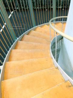 優雅な螺旋階段の写真・画像素材[2180344]