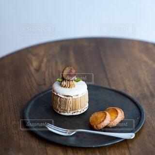 午後のマロンケーキの写真・画像素材[3858137]