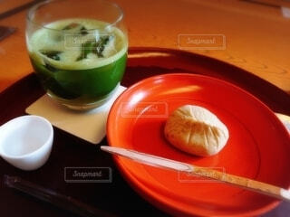 食べ物,スイーツ,秋,緑,栗,抹茶,和菓子,デザート,おやつ,竹,お菓子,栗きんとん,和,茶,串,グリーンティー,和スイーツ,漆,冷茶
