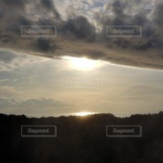 自然,風景,海,空,屋外,太陽,雲,夕焼け,水面,日光,山,反射,光