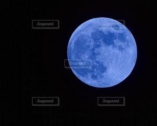空の月のクローズアップの写真・画像素材[3400841]