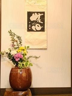 テーブルの上の花瓶の写真・画像素材[2731189]